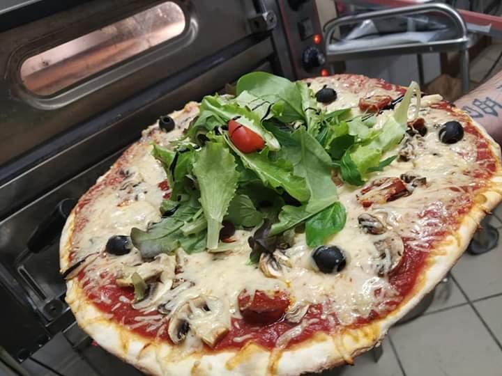 Pizza sur place ou à emporter.